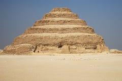 Piramide fatta un passo antica fotografie stock libere da diritti