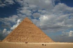 Piramide in Giza dichtbij Kaïro royalty-vrije stock afbeelding