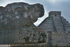 Piramide maya di Kukulkan con il serpente sacro nella priorità alta Fotografia Stock Libera da Diritti