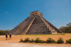Piramide maya El Castillo Kukulkan di maya di Anicent in Chichen-Itza, Messico Immagini Stock