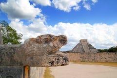 Piramide Mayan del giaguaro e di Kukulkan di Chichen Itza Fotografie Stock Libere da Diritti