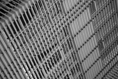 Piramide moderna della costruzione - mondo attraverso le barre Fotografia Stock Libera da Diritti