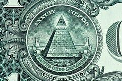 Piramide su un dollaro Bill Fotografie Stock Libere da Diritti