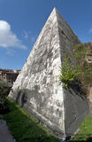 Piramide van Cestius stock afbeelding
