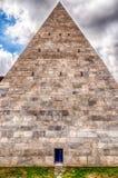 Piramide van Cestius, iconisch oriëntatiepunt in Rome, Italië royalty-vrije stock fotografie