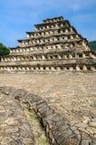 Piramide van de Gebieden in de archeologische plaats van Gr Tajin, Mexico royalty-vrije stock foto