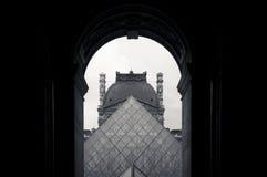 Piramide van het Louvre Stock Foto's