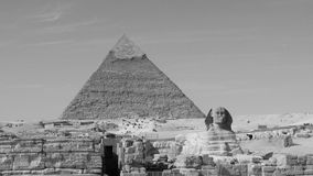 Piramide van Khafre en de Grote Sfinx van Giza in Zwart-wit Stock Afbeeldingen