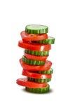 Piramide van plakken van tomaat en komkommer Stock Foto's