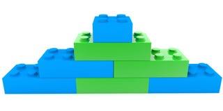 Piramide van stuk speelgoed bakstenen in groene en blauwe kleuren stock illustratie
