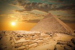 Piramides van pharaohs in Giza Stock Afbeelding