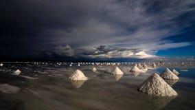 Piramidi del sale a salar de uyuni Fotografie Stock