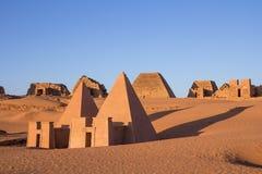 Piramidi di Meroe ad alba Immagini Stock Libere da Diritti