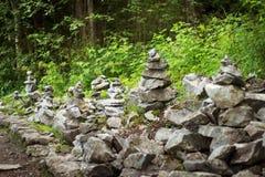 Piramidi di pietra nel parco della montagna di Ruskeala Immagini Stock Libere da Diritti