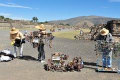 Piramidi di Teotihuacan - il Messico Fotografia Stock
