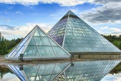 Piramidi di vetro fotografia stock libera da diritti
