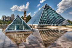 Piramidi di vetro a Edmonton, Alberta, Canada fotografia stock