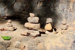 Piramidi e la gente delle pietre nella riserva Hrensko, repubblica Ceca Troll e chedo La Svizzera ceca bohemia Portone di Pravcic fotografia stock