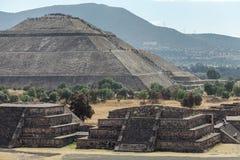 Piramyd antyczne ruiny w Teotihuacan i słońce Meksyk zdjęcia royalty free