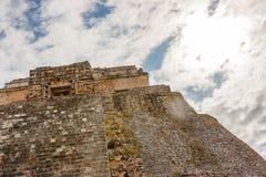 Piramyd van de tovenaar bij de archeologische plaats van Uxmal, Yuca stock afbeeldingen