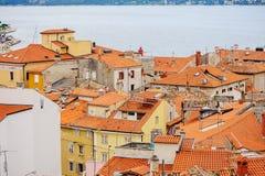 Piran, Eslovênia - 19 de julho de 2013: opinião da cidade e do porto no verão Fotografia de Stock