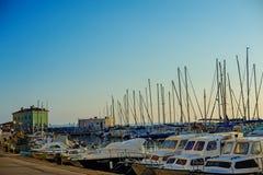 PIRAN, ESLOVENIA - 19 DE JULIO DE 2013: opinión hermosa del puerto del verano en Piran, Eslovenia Imagen de archivo