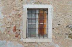 Piran, Eslovenia -- ventana vieja Imagenes de archivo