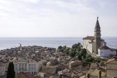 Piran stad från över Royaltyfri Bild