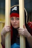 Pirat hinter Stäben lizenzfreie stockfotos