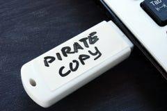 Pirat kopia pisać na błyskowej przejażdżce Prawa Autorskie zdjęcia royalty free