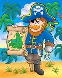 Pirata con il programma del tesoro sulla spiaggia Fotografia Stock Libera da Diritti