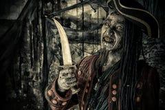 Pirata con la daga fotos de archivo libres de regalías