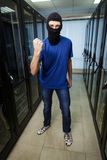 Pirata informático cibernético enmascarado Foto de archivo