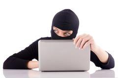 Pirata informático con el ordenador Fotografía de archivo libre de regalías