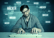 Pirata informático con el teclado y los vidrios Fotos de archivo libres de regalías
