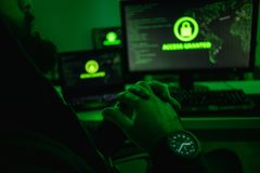 Pirata informático de la cosecha después del ataque acertado imagen de archivo libre de regalías