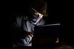 Pirata informático de ordenador Foto de archivo libre de regalías