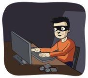 Pirata informático de ordenador en la obscuridad Fotografía de archivo