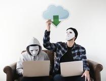 Pirata informático de ordenador y crimen cibernético fotos de archivo