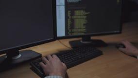 Pirata informático de Professioonal que es implicado en ataque del pirata informático almacen de metraje de vídeo
