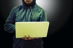 Pirata informático del hombre del peligro Imagen de archivo