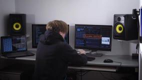 Pirata informático fracasado del profesional del cyberattack La buena protección del servidor no permite que el delincuente entre almacen de video