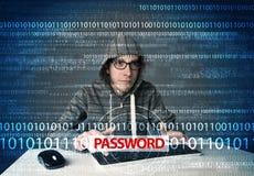 Pirata informático joven del friki que roba contraseña Fotografía de archivo libre de regalías