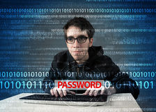 Pirata informático joven del friki que roba contraseña Imagen de archivo libre de regalías