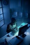 Pirata informático que roba datos del ordenador Fotos de archivo