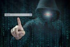 Pirata informático que usa adware para controlar Search Engine Fotos de archivo libres de regalías