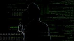 Pirata informático secreto que hace el gesto de la parada, gobierno amonestador contra acciones ilegales metrajes