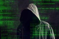 Pirata informatico di computer anonimo incappucciato anonimo Immagine Stock Libera da Diritti