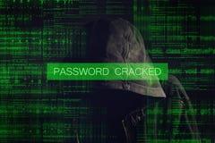 Pirata informatico di computer anonimo incappucciato anonimo Immagine Stock