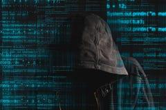 Pirata informatico di computer anonimo incappucciato anonimo Immagini Stock